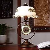 Oficina de estudio Retro antiguo y reloj Iluminación regulable Dormitorio Mesita de noche Lámpara de lectura de metal Pantalla de vidrio de camelia pintada a mano Lámpara de mesa antigua con interrupt