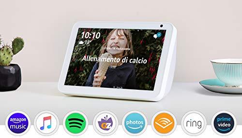 Echo Show 8 - Tessuto grigio chiaro +Tapo P100 Presa intelligente Wi-Fi, compatibile con Alexa