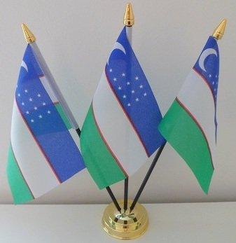 Usbekistan 3Flagge Desktop Tisch mit Gold Boden