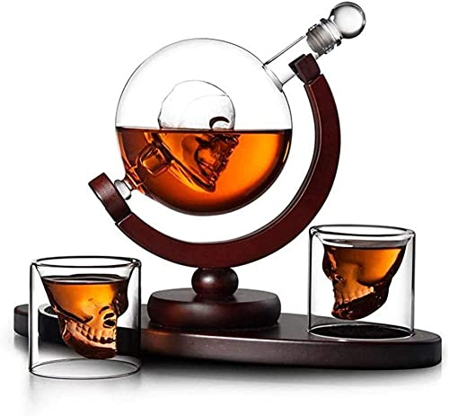 Juego de 2 vasos con dispensador de licor con soporte de madera y diseño de calavera