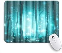 NIESIKKLAマウスパッド 魔法のおとぎ話の森芸術的なホタルと魔法の霧の森の木明るい背景 ゲーミング オフィス最適 高級感 おしゃれ 防水 耐久性が良い 滑り止めゴム底 ゲーミングなど適用 用ノートブックコンピュータマウスマット