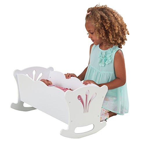 KidKraft- Cuna de madera de juguete con ropa de cama rosa, para muñecos Lil' Doll Craddle , Color Blanco (60101)