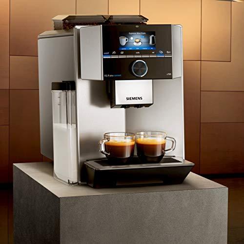 Das großartige Display der SIEMENS EQ.9 plus s700. Übersichtlicher und ansprechender läßt sich die Anzeige eines Kaffeevollautomaten nicht gestalten.