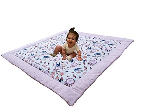 Divita Baby Krabbeldecke Kuscheldecke Spieldecke 115x115 cm groß, weich und gepolstert 100% Baumwolle mit süßen Muster (Rosa - Schwalben)