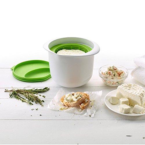 Rendete formaggio nel forno a microonde stesso. Contenitore per formaggio fresco fabbricazione Resto del siero come bevanda godere Silicone scatola con infusore e coperchio Dimensioni: 14.5x 17x 13cm