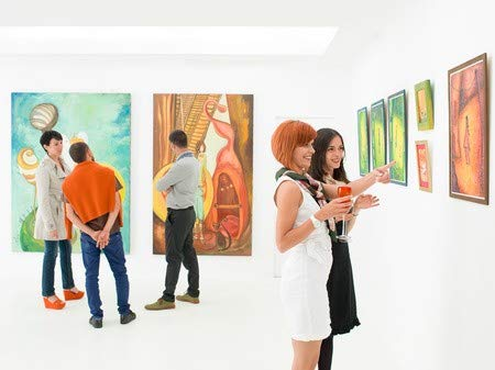 Poster-Bild 40 x 30 cm: People in an Art Gallery Talking About The Colorful Paintings displayed on Walls, Bild auf Poster