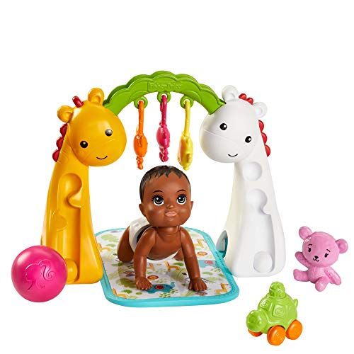 Barbie Skipper Canguro bebé gateando, muñeco con accesorios (Mattel GHV85)