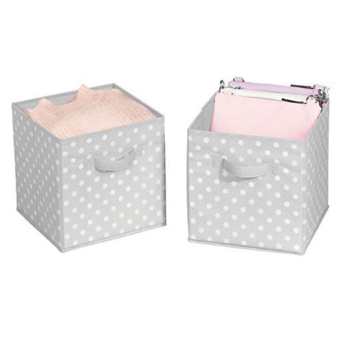 mDesign Juego de 2 cajas organizadoras pequeñas para ordenar armarios – Organizadores de armarios a lunares para dormitorio, vestidor o pasillo – Cajas para guardar ropa, juguetes y más – gris/blanco
