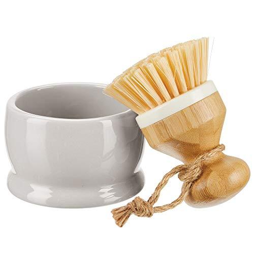 mDesign Spülbürste mit Halter – runde Bürste aus Bambus mit stabilen Kunststoffborsten – vielseitige Reinigungsbürste für Waschbecken, Fliesen und Boden in Küche oder Bad – hellgrau und naturfarben