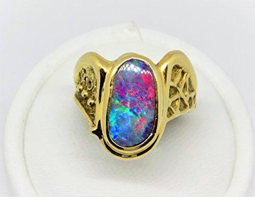 Anello in oro giallo con opale arcobaleno australiano
