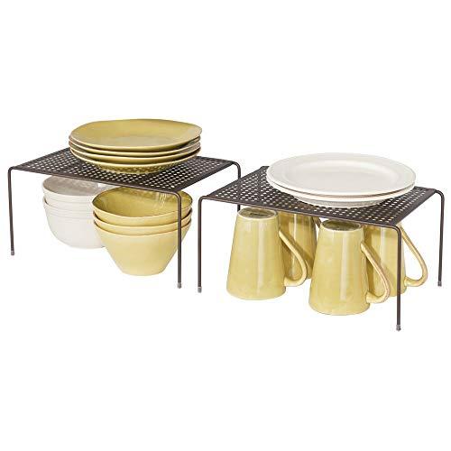 mDesign Juego de 2 estantes de cocina – Soportes para platos individuales de metal – Pequeños organizadores de armarios para tazas, platos, alimentos, etc. – color bronce