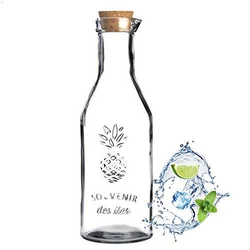 Kerafactum universelle Glaskaraffe Saftkrug Saftkaraffe mit Auslauftülle für Wasser Saft oder Wein Karaffe 1,1 Liter Volumen aus hochwertigem Klarglas und gerägtem Muster Glas Korken aus Naturkork