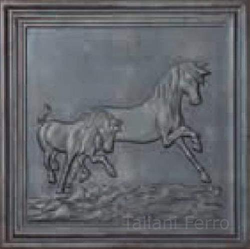 Frontone in ghisa per caminetto. Decoro: Cavallo. Dimensioni: 500x500mm Spessore 10mm Taliani Ferro