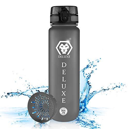 Deluxe bidon 1 l – butelka na wodę bez BPA – pokrywka i butelka z tritanu – butelka dla dzieci, do użytku na zewnątrz – butelka sportowa na rower – szczelna w plecaku – w zestawie sitko na owoce i ręczne Carry