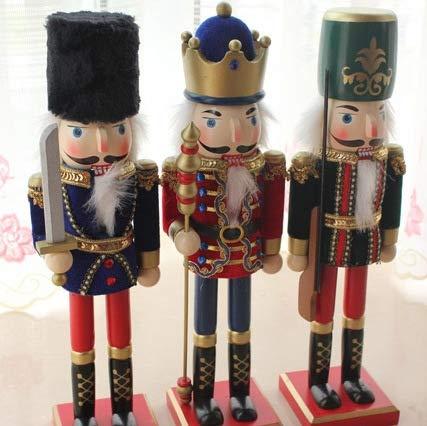 Wegji hout handwerk ornamenten fluweel grote 38 cm notenkraker poppensoldaat