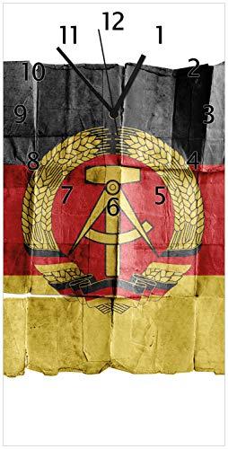 Wallario Design Wanduhr DDR Flagge auf altem Papier - schwarz rot Gold aus Acrylglas, Größe 30 x 60 cm, Schwarze Zeiger