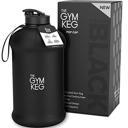 The Gym Keg + Sleeve - Nuevo diseno 2018 - Culturismo Botella de Agua para Gimnasio - Botella de Agua Duradera y Resistente de 2.2 litros - Grandes Botellas de Agua para Deportes de Medio galon