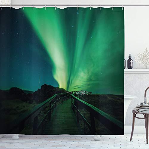 ABAKUHAUS Nordlicht Duschvorhang, Holzbrücke Sonnen, Waschbar & Leicht zu pflegen mit 12 Haken Hochwertiger Druck Farbfest Langhaltig, 175 x 180 cm, Farn Grün Dunkelblau