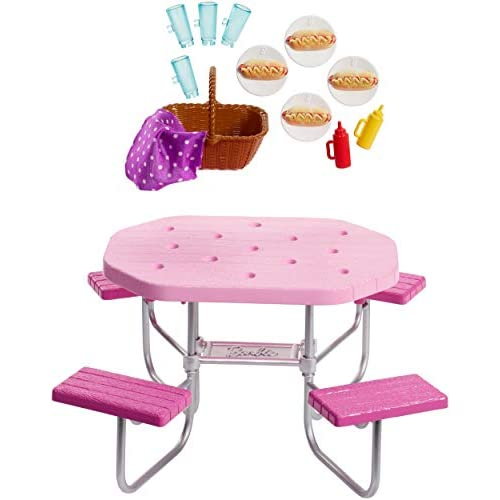 Barbie Arredamenti da Esterno, Tavolo da Picnic Rosa con Sedili Regolabili e Cesto da Picnic con 4 Hot Dog, Playset Accessori, Giocattolo per Bambini 3 + Anni, FXG40