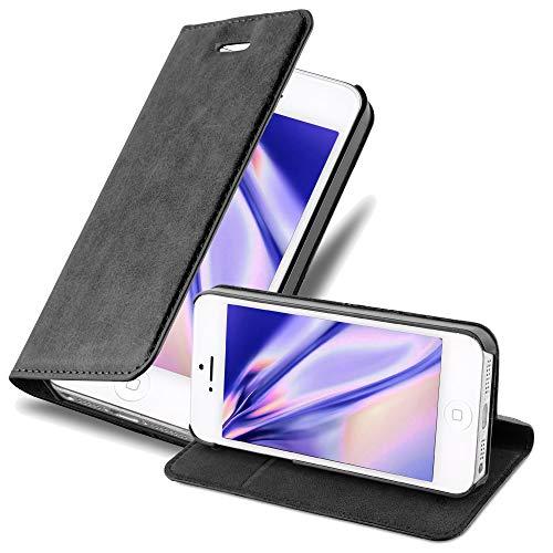 Cadorabo Hülle für Apple iPhone 5 / iPhone 5S / iPhone SE - Hülle in NACHT SCHWARZ – Handyhülle mit Magnetverschluss, Standfunktion & Kartenfach - Case Cover Schutzhülle Etui Tasche Book Klapp Style