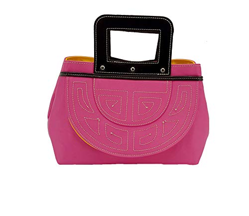 Creaciones Figueroa Rojas. Bolso de capote en tela de razo con diseño esclavina en color rosa fuxia y asa de mano cuadrada.MD.1001