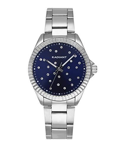 Reloj analógico para Mujer de Radiant. Colección Constellation. Reloj Plateado con Brazalete y Esfera Azul con pedrería. Bisel dentado. 3ATM. 36mm. Referencia RA547202.