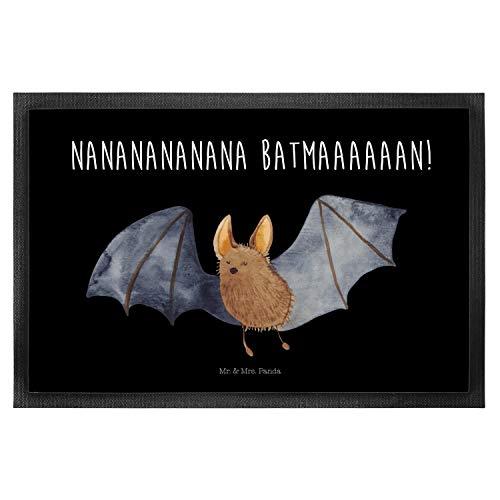 Mr. & Mrs. Panda Vorleger, Motivfussmatte, 50 x 75 Fußmatte Fledermaus fliegend mit Spruch - Farbe Schwarz