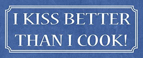 FS Kochen I kiss Better Than i Cook lustiges blaues Blechschild Schild gewölbt Metal Sign 10 x 27 cm