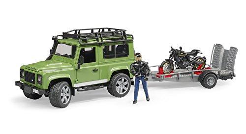 Bruder 2598 Land Rover Defender Station Wagen mit Anhänger, Scrambler Ducati Cafe und Fahrer, Grün