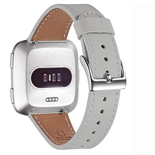 WFEAGL für Fitbit Versa Armband,Top Grain Lederband Ersatzband mit Edelstahl-Verschluss für Fitbit Versa/Versa 2 /Versa Lite/Versa SE Fitness Smart Watch(Hell Grau+Silber Schnalle)