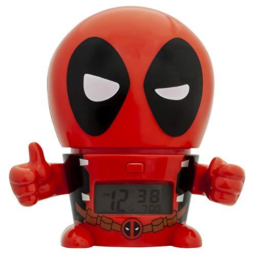 BulbBotz Marvel 2021463 Deadpool - Reloj despertador con luz nocturna para niños, color rojo y negro | plástico | 5,5 pulgadas de alto | pantalla LCD | niño niña | oficial