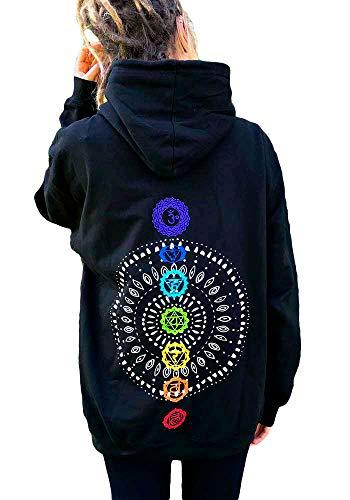 Schwarzer Yoga Hoodie mit Mandala und Chakren in Regenbogen Farben und einer blauen Lotus Blüte auf der Brust