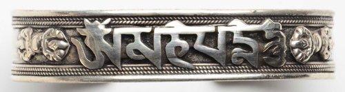 Buddha Figuren BUDDHAFIGUREN Schmuck Armreif Silbern aus Weißmetal 15 mm Om Mani Shrivastra