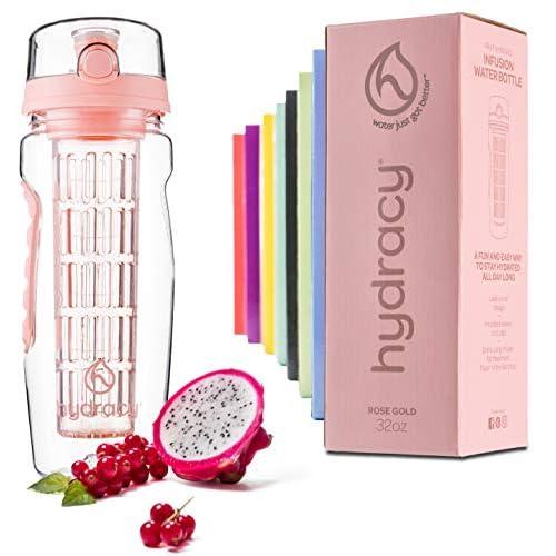 Hydracy Bottiglia con infusore per Acqua aromatizzata alla Frutta con Linee Marca Tempo e Cestino per infusione Lungo -1Litro - Senza BPA - Perfetta per depurare l'organismo, per Gli Sport - Rosa