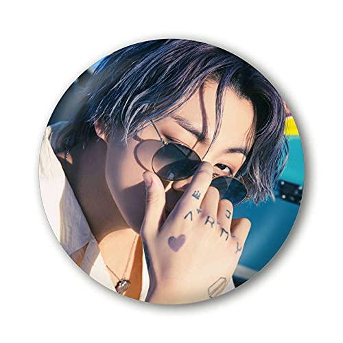 AKlamater Broche BTS - Kpop BTS Jhope Jimin V Peripheral Persona - Broche ronde en métal pour sacs, vêtements, accessoires, cadeaux pour les fans (multi-45)