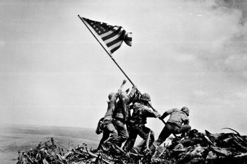 12,7 x 17,8 cm großes Foto: die Flagge auf Iwo Jima