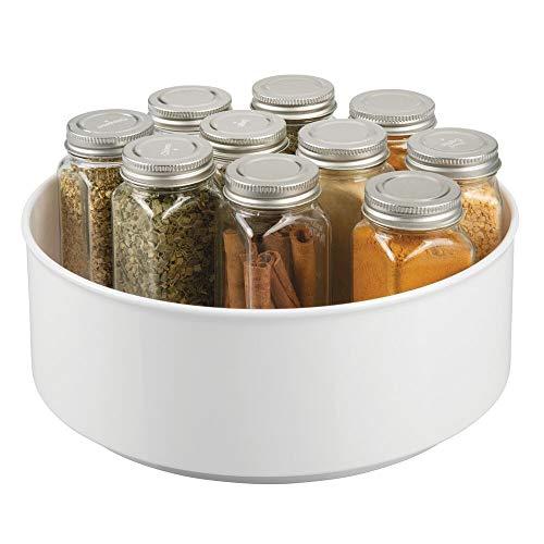 mDesign Soporte para especias con base giratoria – Práctico especiero para los armarios de la cocina – Plato giratorio de plástico para condimentos, botellas, latas etc. – blanco