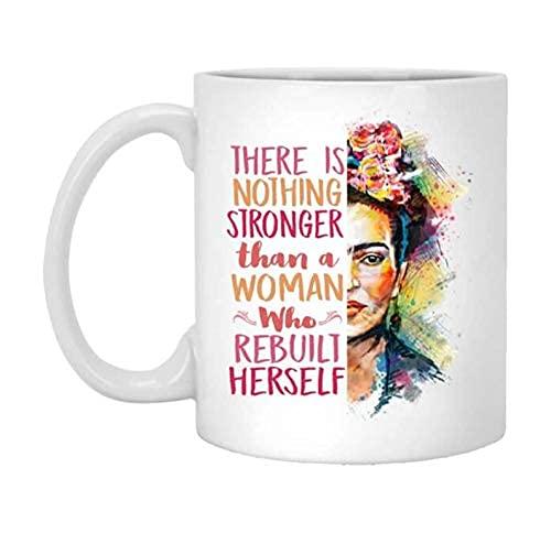 N\A Frida Kahlo No Hay Nada más Fuerte Que una Mujer Que se reconstruyó a sí Misma Taza de café, Taza de cerámica con Cita de Frida Kahlo, 11 oz, Taza de Regalo Feminista