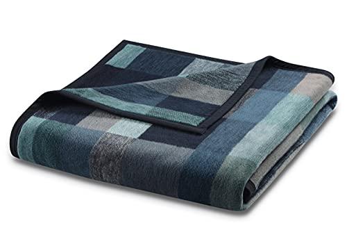 biederlack® Flauschige Kuschel-Decke aus Baumwolle & dralon® I Made in Germany I Öko-Tex I nachhaltig produziert I Wohn-Decke Color Squares Dark Blue in dunkelblau-grau I Sofa-Decke in 150x200 cm