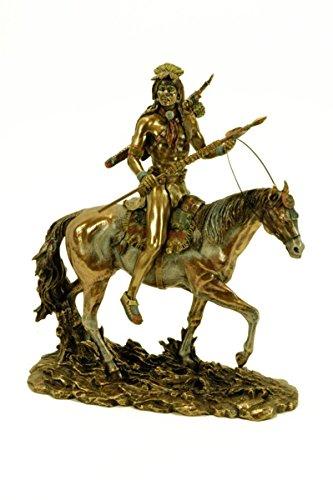 CAPRILO Figura Decorativa Resina Indio Sioux a Caballo. Adornos y Esculturas. 25 x 11 x 30 cm.