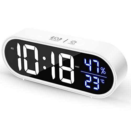 Crazyfly Sveglia digitale, Sveglia da Comodino LED con 40 suonerie opzionali, orologio digitale LED con controllo vocale, con 2 Allarme, Luminosità Regolabile e luce costante, ricarica USB, 12/24 ore