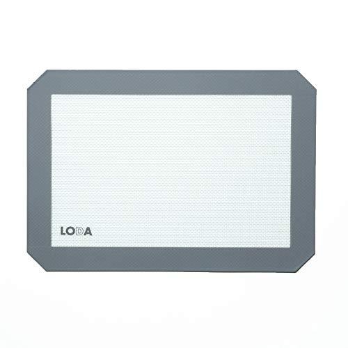 11-3/4' x 8-1/4' Nonstick Silicone Baking Sheet Mat, fits standard quarter-sheet size pan.