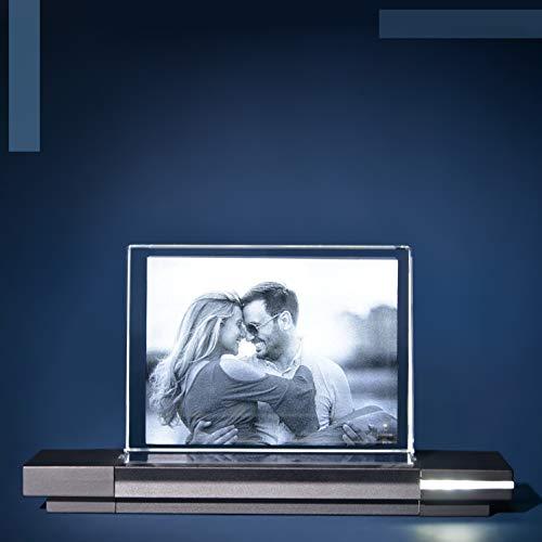 Isonio Glasfoto - Ihr Foto in hochwertiges Glas gelasert, mit hellem LED Leuchtsockel aus schwarzem Alu (Glasfoto mit Leuchtsockel, Gr. S Quer 80 x 60 x 25 mm)