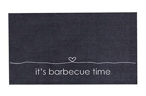 Große Angebote Design Grillmatte Grillunterlage Grillteppich Bodenschutzmatte Teppich Vorleger rutschfest waschbar robust BBQ Motiv für Gasgrill Grill Terrasse Garten Outdoor 67x120 Groß (BBQ Time)