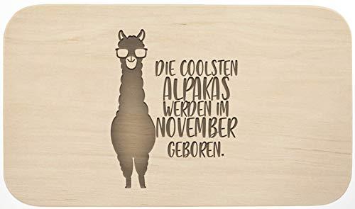 Frühstücksbrett mit Gravur - ''Die coolsten Alpakas werden im November geboren'' - Holz - hochwertige Qualität - Geschenk - Schneidebrett - Küchenbrett - Frühstücksbrettchen - Brotzeitbrett (November)