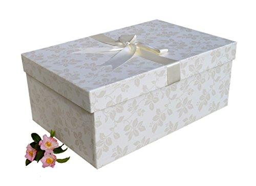 CAJA DE ALMACENAMIENTO PARA VESTIDO DE BODA 'DISEÑO CLAREMONT MARFIL' (TALLA XL EXTRA GRANDE 75 x 50 x 30 cm) para el almacenamiento de vestidos de novia, para proteger, preservar, evitar el amarilleo, hecho a mano en el Reino Unido por un material con un pH neutro. Incluye papel de seda libre de ácido. En Stock - CLAREMONT IVORY