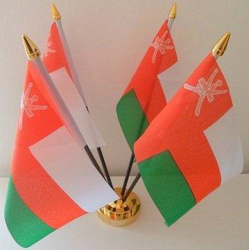 Oman Omani 4 Drapeau affichage de bureau avec Base dorée