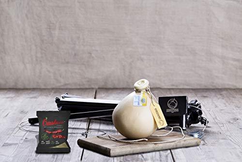 COSA TROVERAI AL SUO INTERNO - Asta Brevettata per il Caciocavallo Impiccato Box , 1 Caciocavallo Lucano del peso di 1,2 Kg e una confezione di Peperone Secco Crusco PRODOTTI MADE IN ITALY- Tutti i nostri prodotti vengono prodotti in Lucania, è da qu...