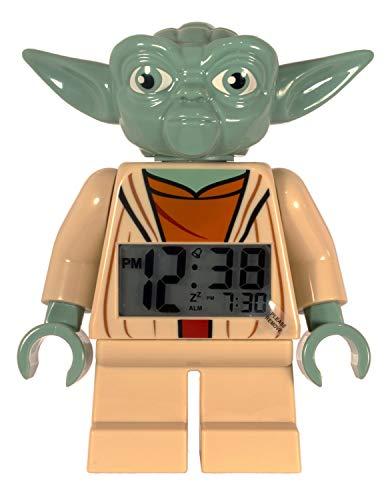 Lego Star Wars 9003080 Yoda Kinder-Wecker mit Minifigur und Hintergrundbeleuchtung, grün/braun, Kunststoff, 24 cm hoch, LCD-Display, Junge/Mädchen, offiziell