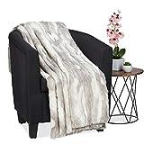 Relaxdays Kuscheldecke in Felloptik, warme und weiche Couchdecke aus Webpelz, waschbar, Flauschdecke, 220x240cm, grau-weiß
